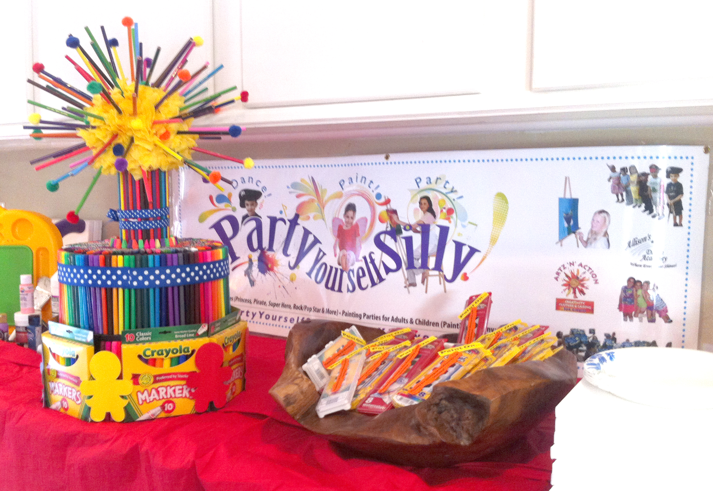 Arty parties for kids party yourself silly for Kids paint party